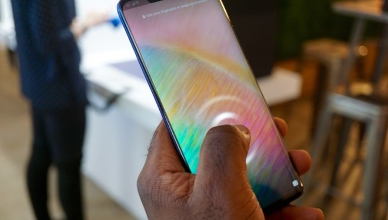 Huawei Mate 20 fingerprint scanner in use