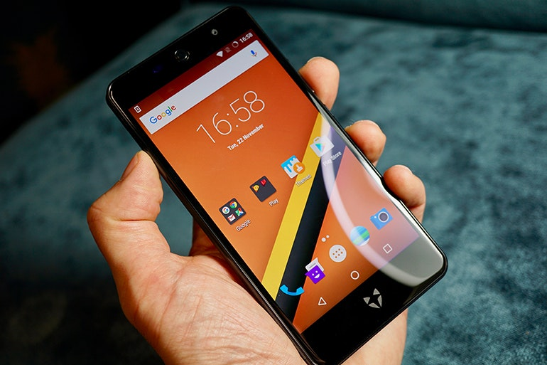 wileyfox in hand front