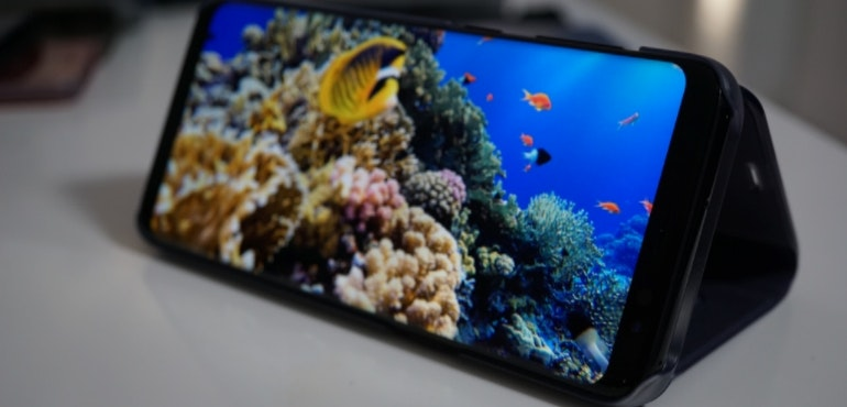 Samsung Galaxy S8 screen close-up hero