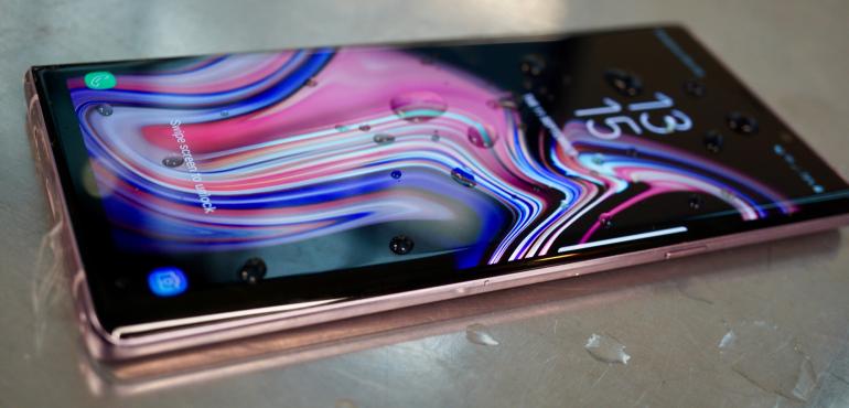 Samsung Galaxy Note 9 waterproof hero size