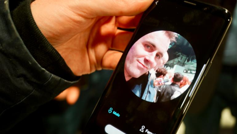 Samsung Galaxy S9 facial scanner animated avatar AR