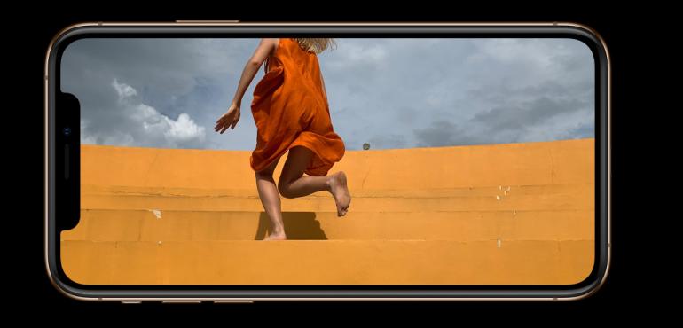 iPhone XS camera full screen hero size