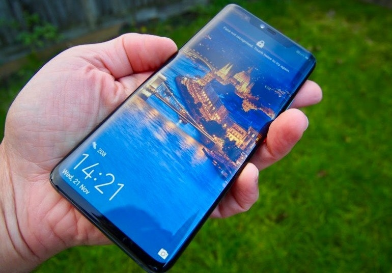 Huawei Mate 20 Pro lock screen in hand