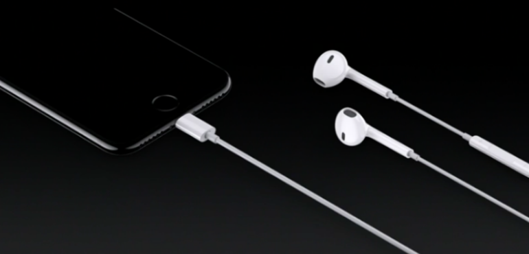 iPhone 7 earpods hero