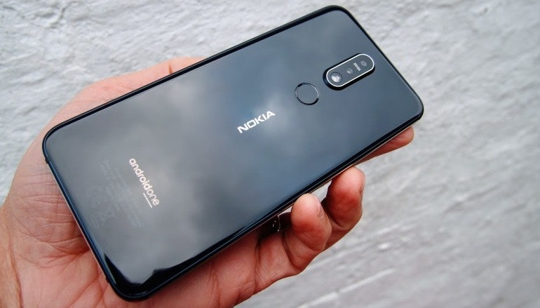 Nokia 7.1 black back in hand