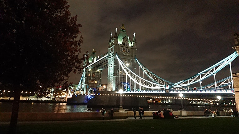 Sony-Xperia-XZ1-camera-sample-Tower-Bridge-at-night