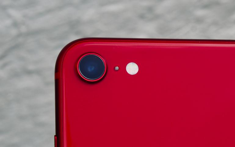 iPhone SE 2 lens