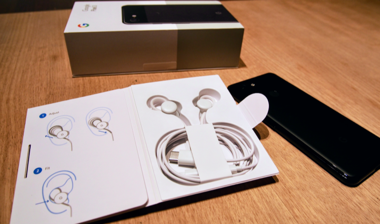 Google Pixel 3 and 3XL headphones and box