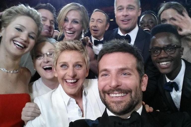 hollywood selfie