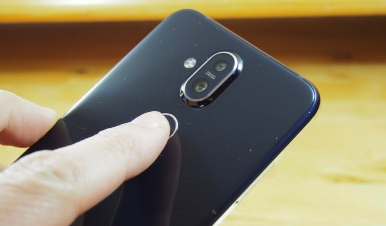 Nokia 8.1 fingerprint scanner in use