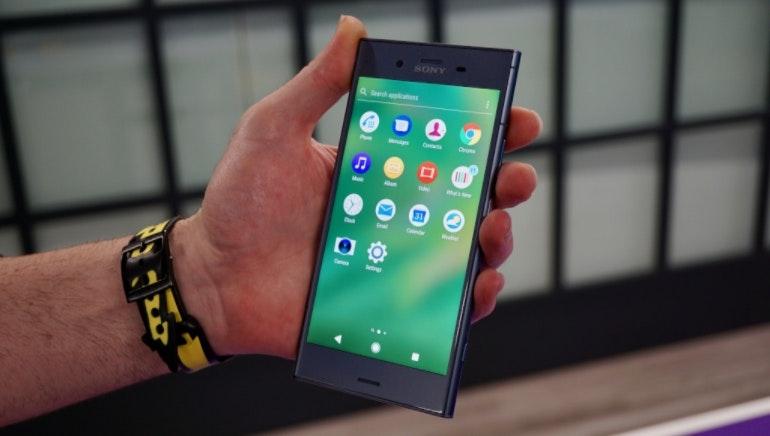 Sony Xperia XZ1 app tray in-hand