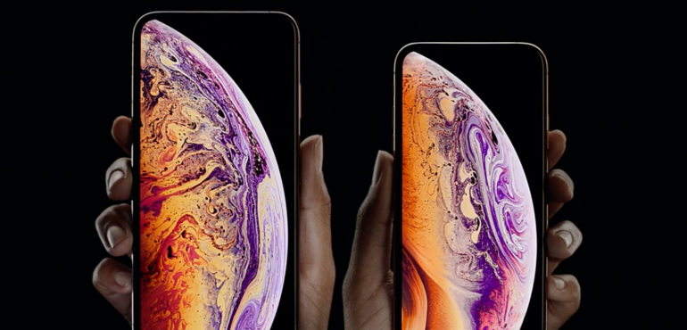 iPhone XS and XS Max homescreen side by side hero