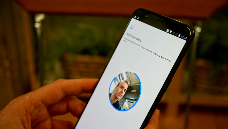 OnePlus 5T facial recognition