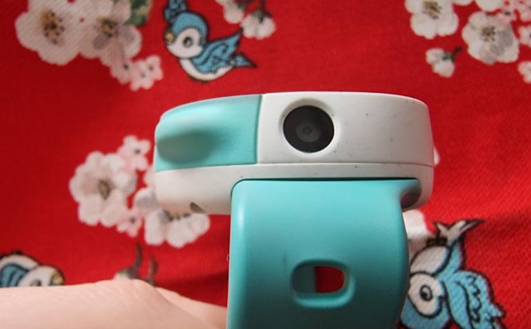 Disney Neo smartwatch camera closeup