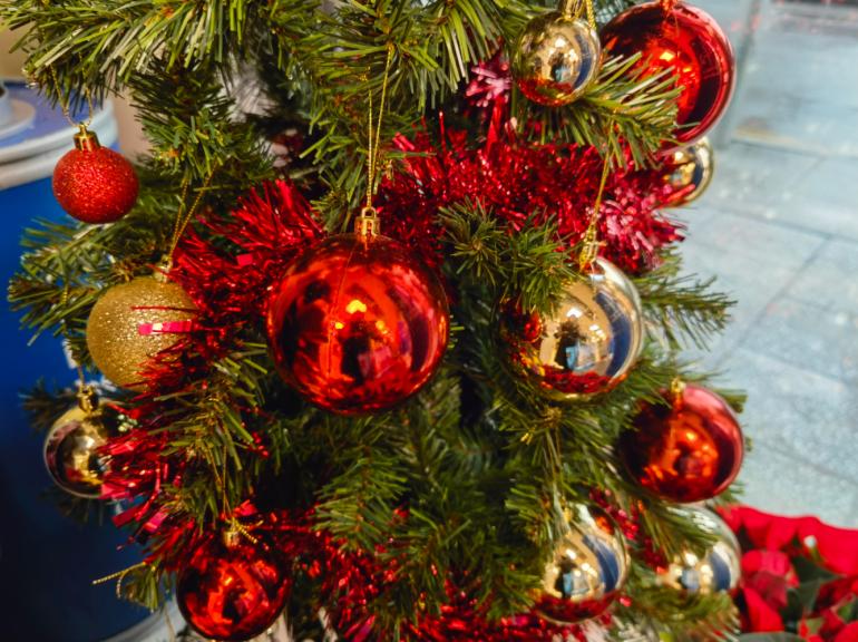 Huawei Mate 40 Pro camera sample Christmas tree
