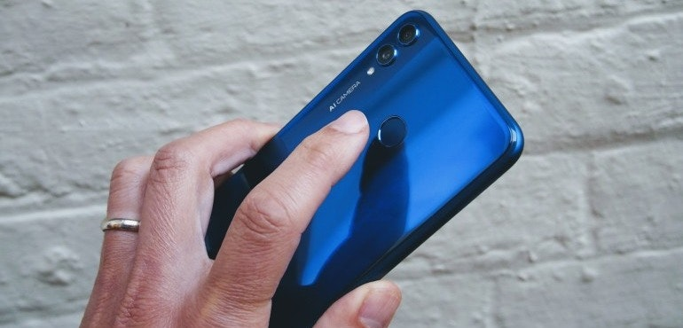 Honor 8X in hand fingerprint scanner hero size