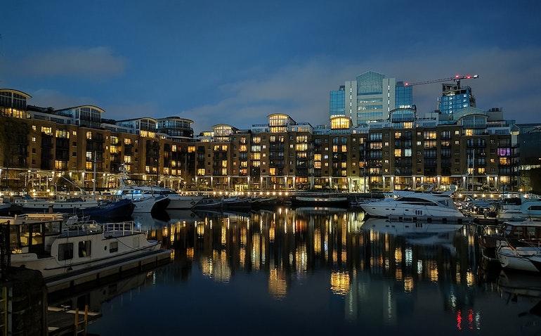 night mode st katherine's docks