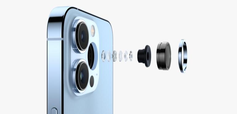 iPhone 13 Pro camera lenses hero size image