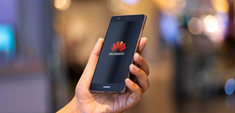 UK government bans Huawei 5G tech