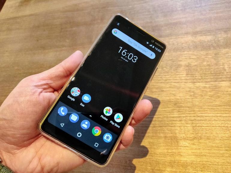 Nokia 7 in hand