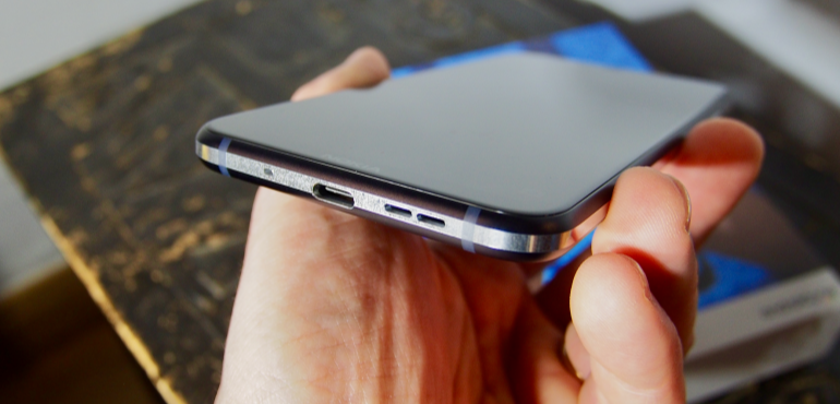 Nokia 8.1 charging port hero size