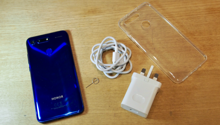 Honor View 20 unboxed with charger and case