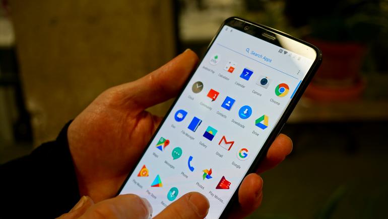 OnePlus 5T app tray