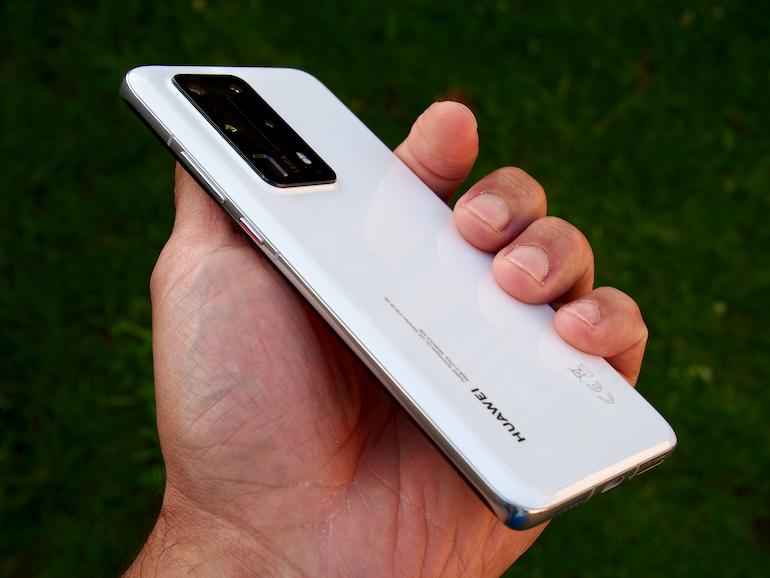 Huawei P40 Pro+ hand 1