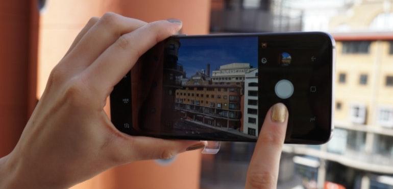 Samsung Galaxy S8 camera in action