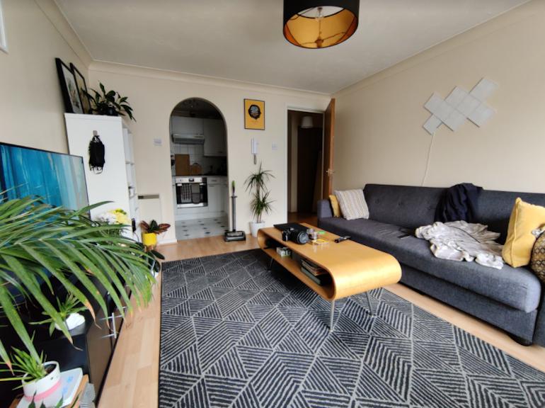 OnePlus 8T camera sample living room