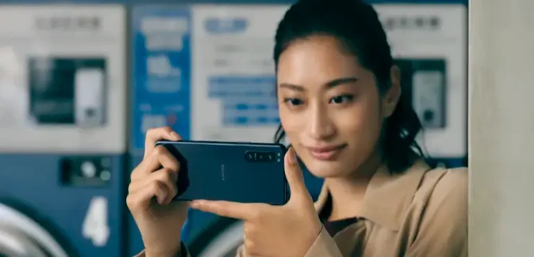 Sony Xperia 5 II camera in use hero size