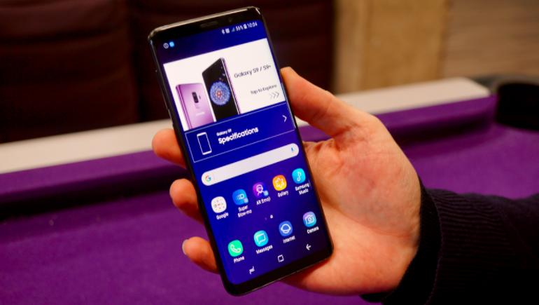 Samsung Galaxy S9 in-hand homescreen retail mode