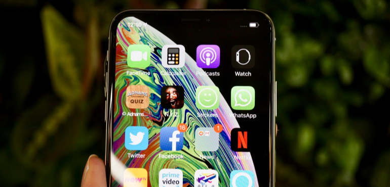 iPhone XS Max app tray