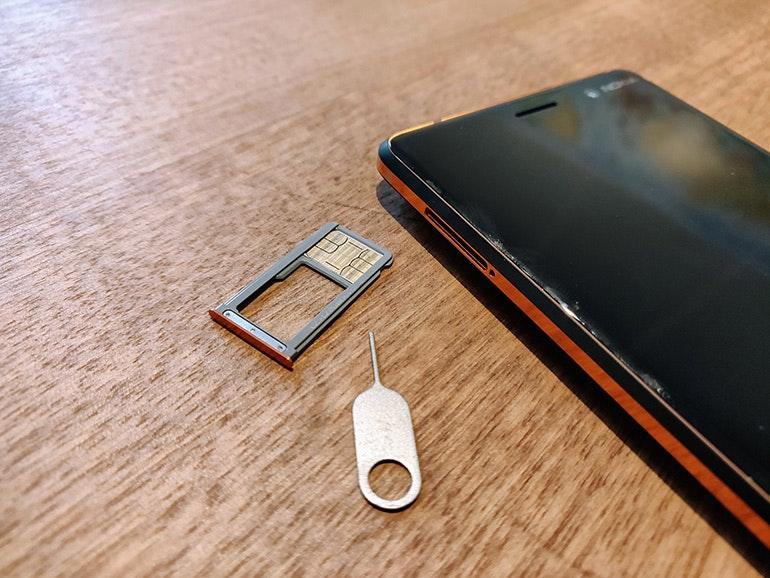 Nokia 7 SIM tray