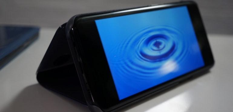 Samsung Galaxy S8 screen hero blue