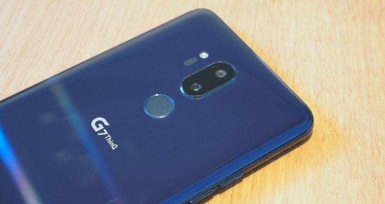 LG G7 ThinQ dual lens camera