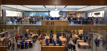 Apple hits trillion dollar valuation