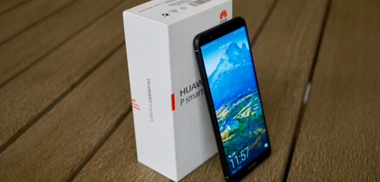 Huawei P smart box and handset hero