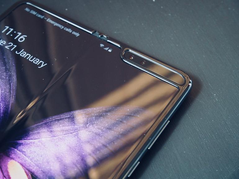 Galaxy Fold detail front camera