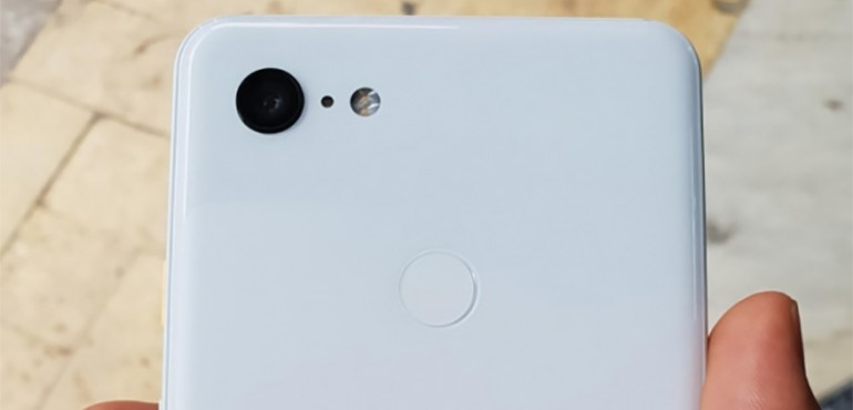 Google Pixel 3 XL leak shows off white handset