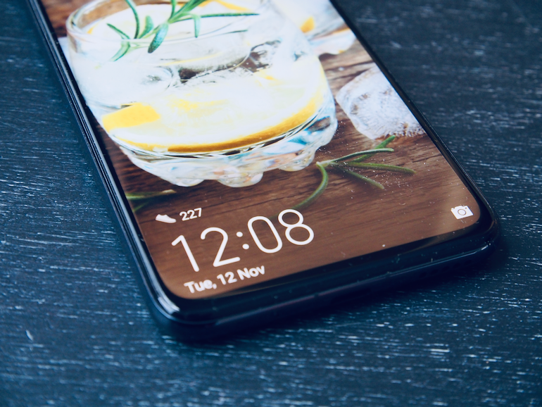 Huawei nova 5T display detail