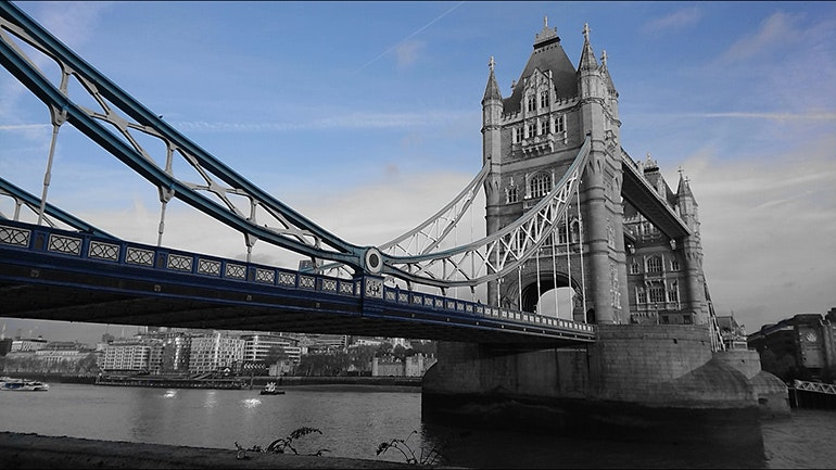 Sony-Xperia-XZ1-camera-sample-Tower-Bridge-blue-partial-colour