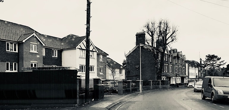 iPhone-X-camera-sample-black-and-white-street-of-houses