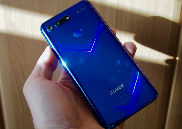 Honor View 20 back in hand v