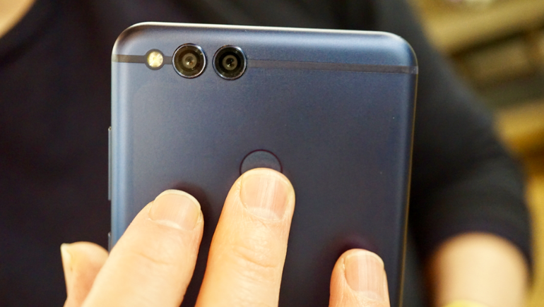Honor 7X rear fingerprint scanner