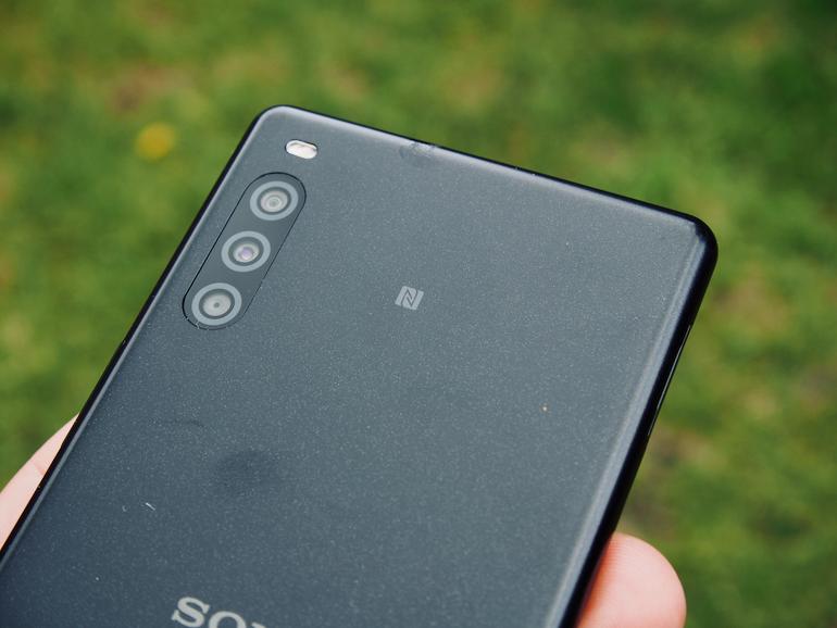 Sony Xperia L4 lenses back