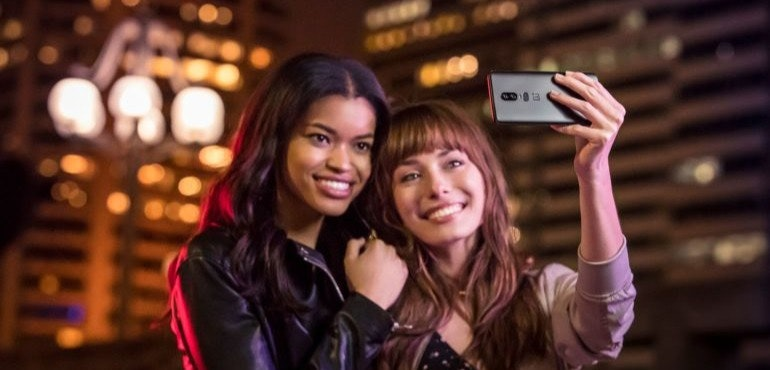 OnePlus 6 selfie camera hero size