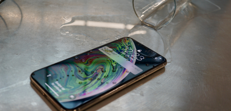 iPhone XS Max waterproof splash ip68 hero size