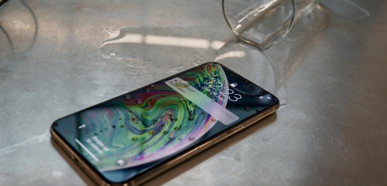 iPhone XS Max waterproof splash ip68 hero size