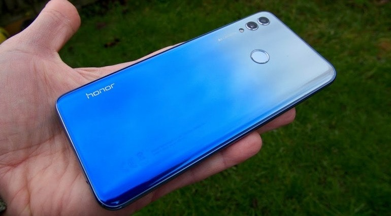 Honor 10 Lite back in hand
